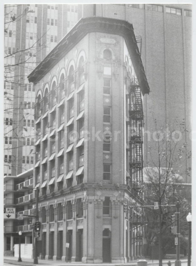 Item #134 Flatiron Building. Photo by Les