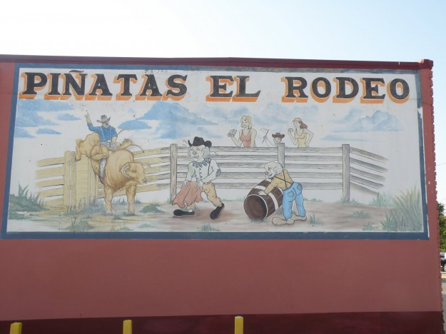 Pinatas El Rodeo Sign on side of building at 2216 Azle Ave.