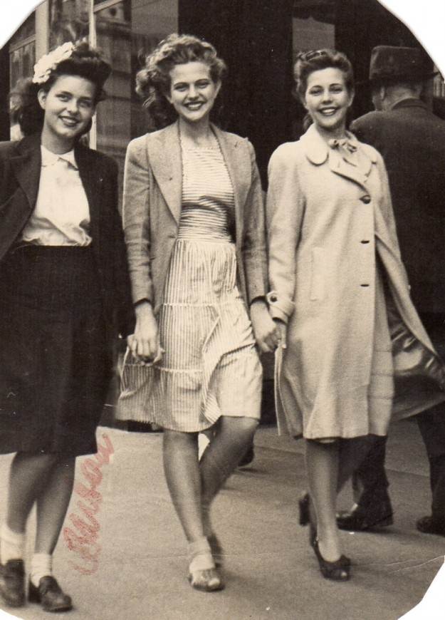 Three Pretty Ladies on the Downtown Streets of Fort Worth. Barba Jean and Ruth Nelson and her sister. Contributed by Wesley Webb.